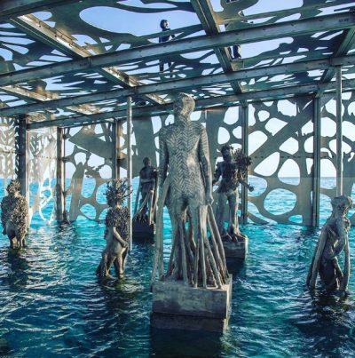 """Първата полуподводна галерия в света действа """"като обратна зоологическа градина"""""""