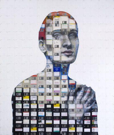 """Огромни платна от компакт дискове изследват """"Човешките връзки"""""""