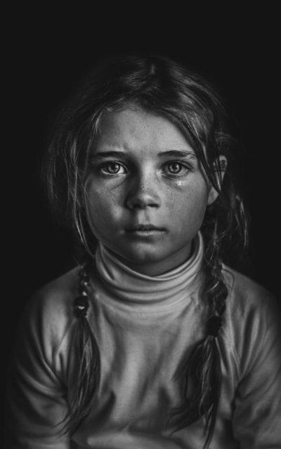 Черно-бяла фотография надниква в пъстрата детска душа: снимките-победители във B&W Child Photo Competition 2018