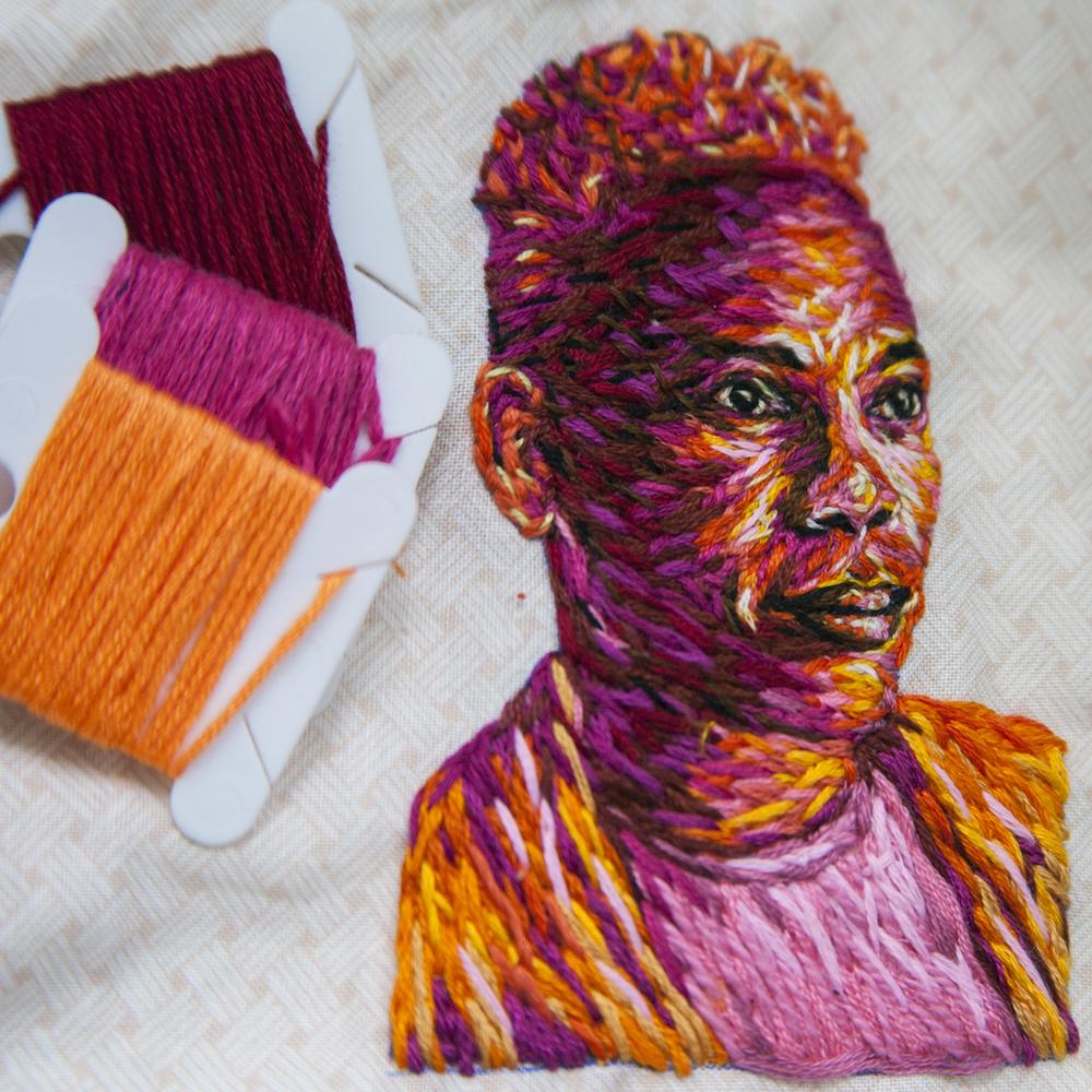 Зигзагообразната природа на нашия живот - в бродираните портрети на Danielle Clough