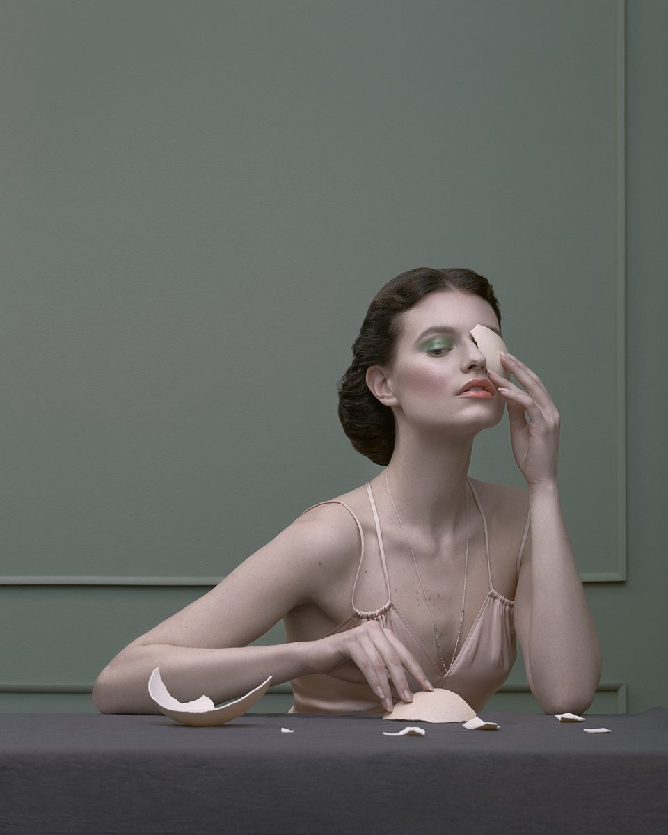 Деликатен, сюрреалистичен и чувствен разказ - във фотографията на Кристина Вараскина