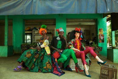 Колоритното изкуство (и мода) на Африка, заснето в… също толкова колоритния китайски квартал на Йоханесбург