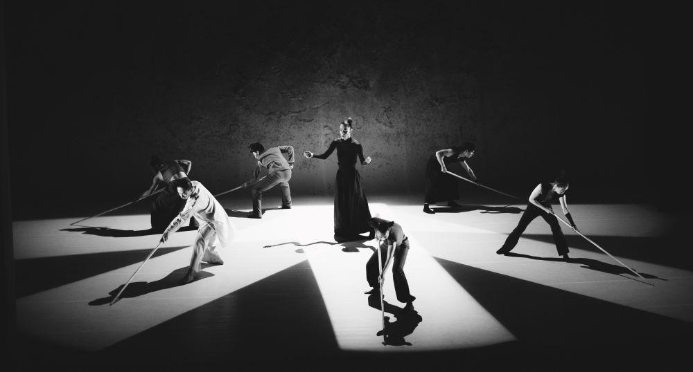 Боен танц (снимка от представлението)