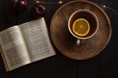 25 книги, които да (си) подарите за пъстра 2020 г.