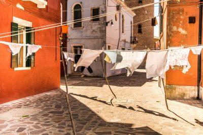 """Неапол"" – стихотворение от Гейл Холст-Уорхафт / ""Naples"" by Gail Holst-Warhaft"