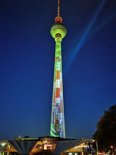 """Най-известните монументи в Берлин """"оживяват"""" под светлините на 3D мапинг спектакли, създадени от българи"""