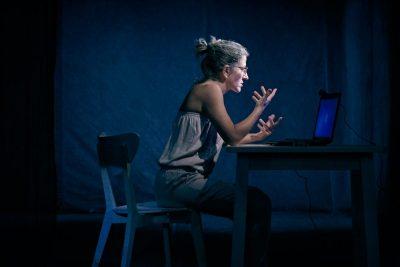 Ива е онлайн… на сцената на Театър 199